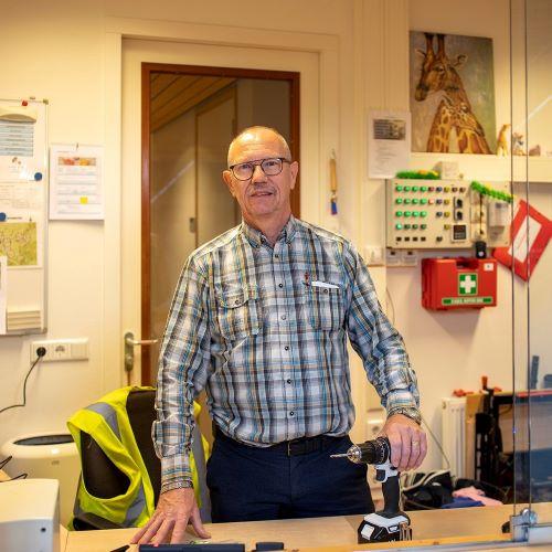 Henk van Mechelen | conciërge | Delphin